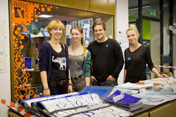Auch Schülerinnen und Schüler des RRBK beraten an den Tagen der offenen Tür.