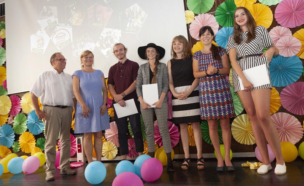 Bernd Schäfer, Ulrike Höppner, Tobias Michaely (AS2O1), Annika Wasser (AS3O1), Heike Käser, Christine Mai und Leonie Wischott (FOS 13-1)