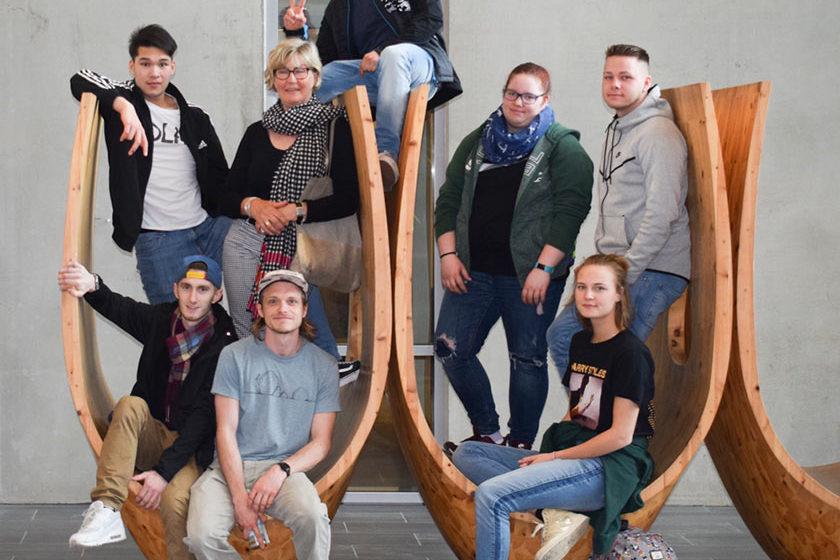 Bettina Kunkel im Kreis der Auszubildende aus den MA-Mittelstufen in Trondheim