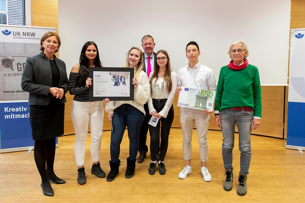 Gewinner des Go Ahead Schulwettbewerbs 2018 wurden in Düsseldorf ausgezeichnet.