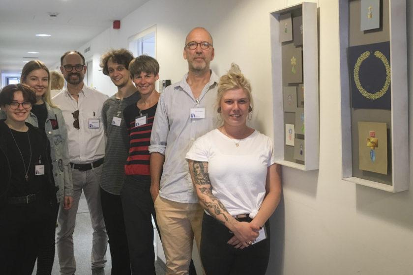 Wolfgang Rachl, Ulrike Endt und Dirk Kühlert (von links zwischen unseren Schüler*innen)